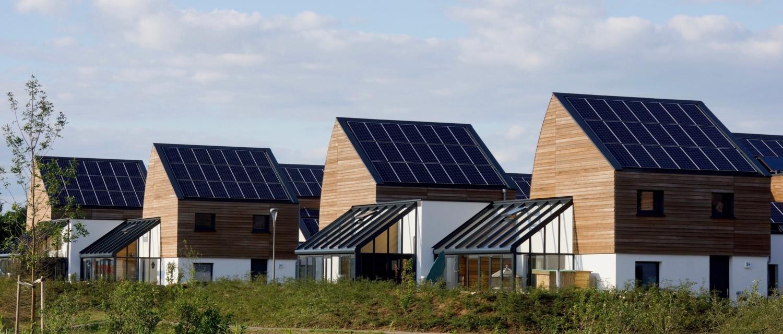 Solceller og batterilager laver strøm fra solenergien